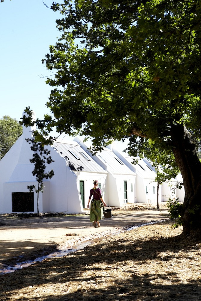 1.farm%20cottages%20overlooking%20the%20garden%20and%20mountains Babylonstoren in Thisispaper Magazine
